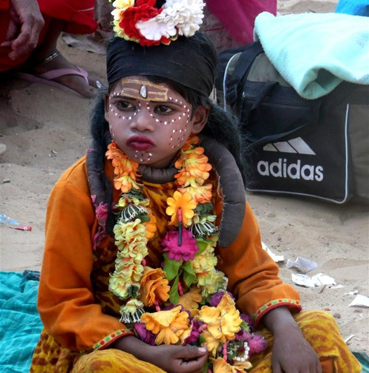 Pushkar kid (photo by Dick Sakahara)