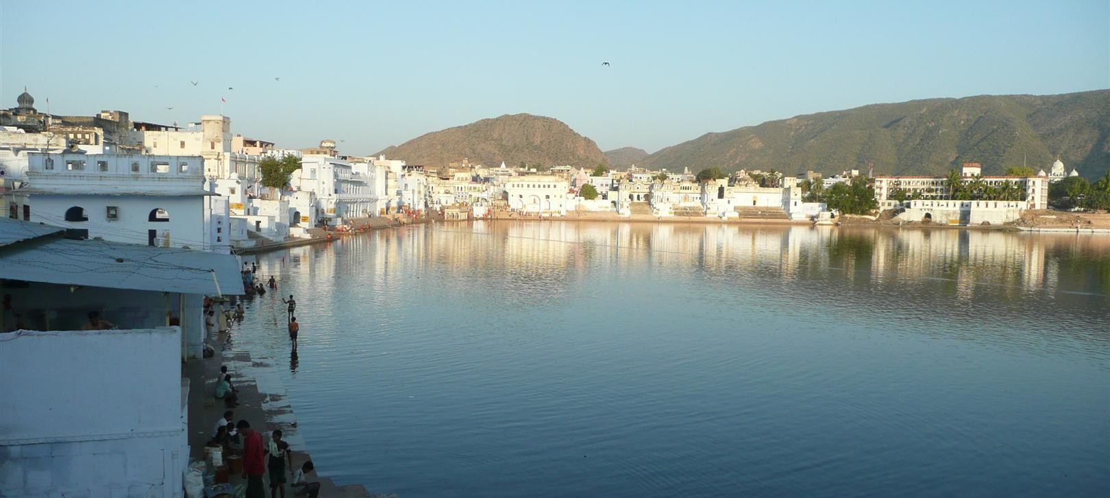 Pushkar lake (even more) (photo by Dick Sakahara)
