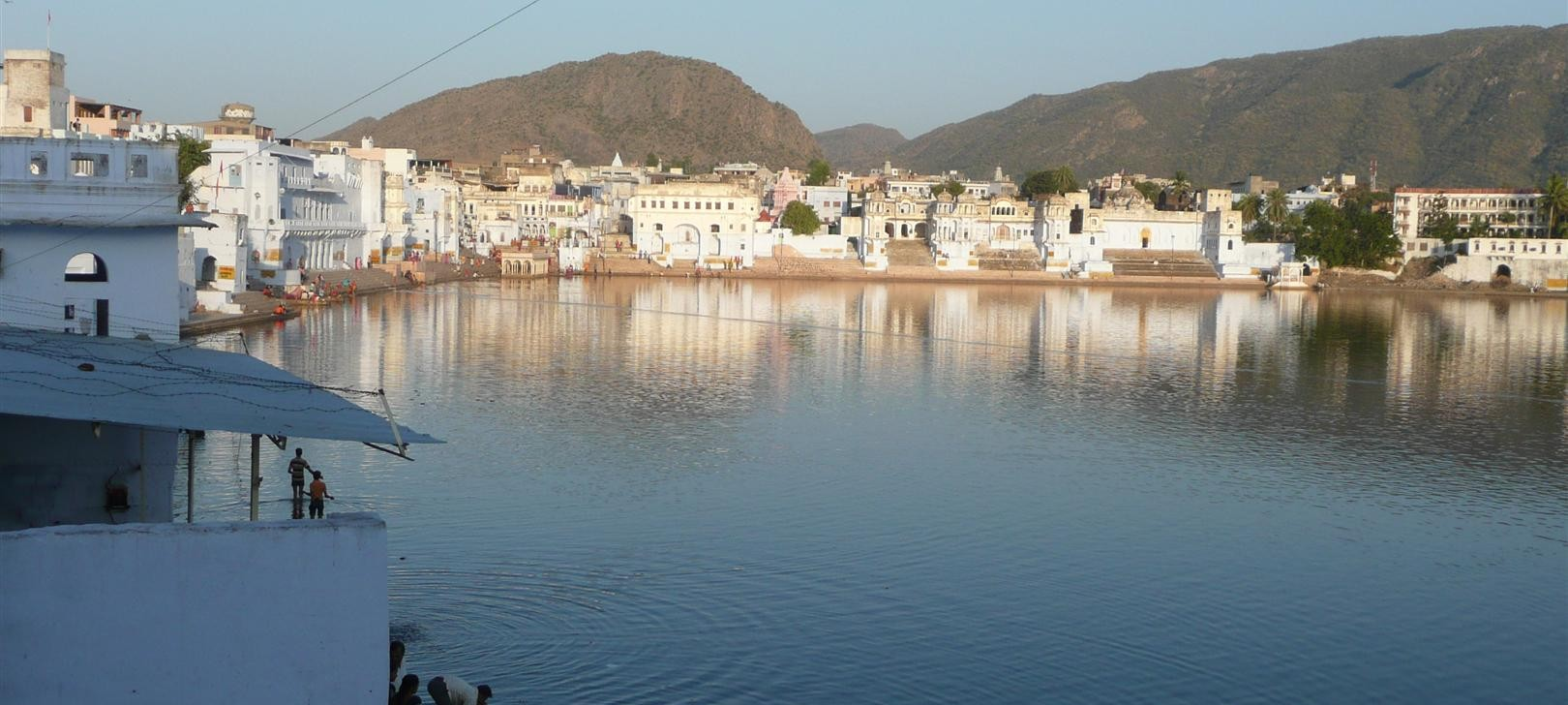 Pushkar lake (photo by Dick Sakahara)
