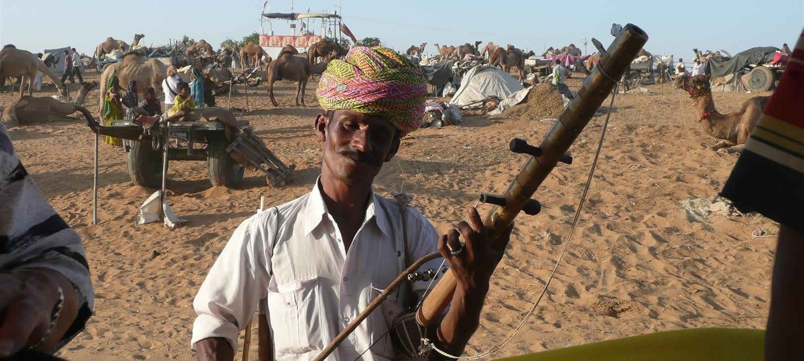 musician in Pushkar (photo by Dick Sakahara)